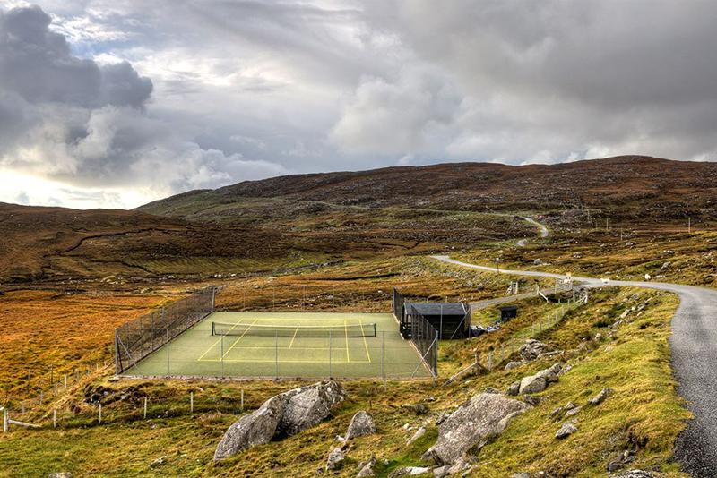 bunabhainneadar-tennis-court-isle-of-harris-scotland