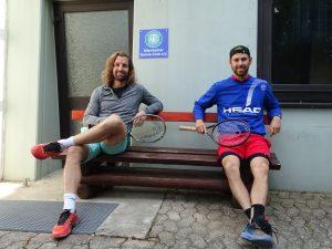 Andre Begemann und Julian Lenz vor dem ATC Clubhaus